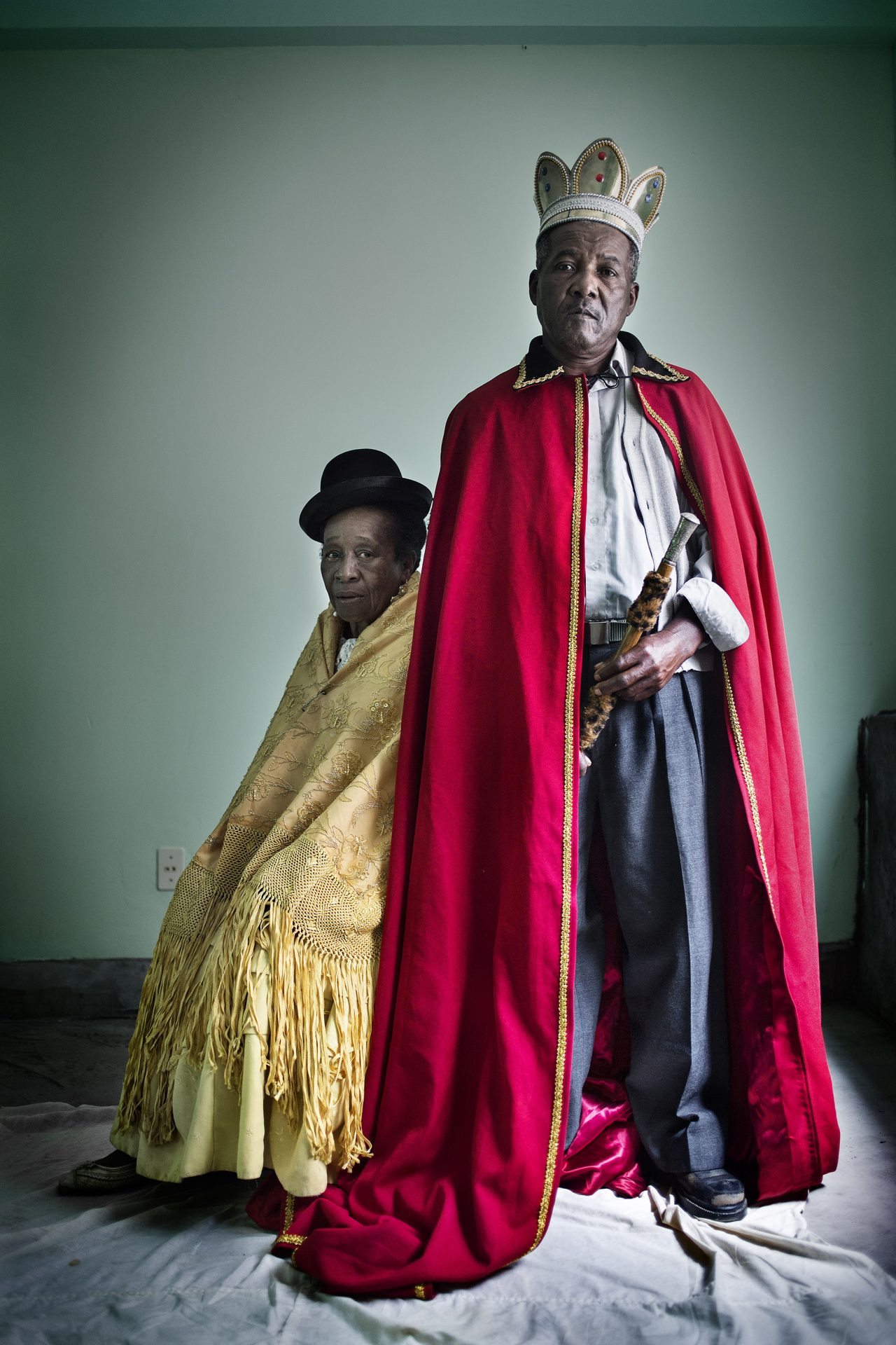 Official portrait of Don Julio Pinedo and his wife Angelca Larrea, afrobolivian king and Queen wearing the Royal clothes and emblems. Retrato reyes: Mururata (Nord Yungas. Provincia de La Paz. Bolivia). 2012. Retrato del Rey Afroboliviano Don Julio Pinedo junto a su esposa la Reina Angélica Larrea vistiendo y portando los atuendos reales.
