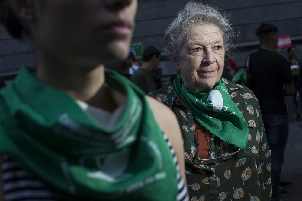 Martha Rosemberg en los martes verdes en el Congreso de la Nación - Ciudad de Buenos Aires, 24-4-2018CONVOCATORIA MAREA VERDEAutora: Victoria GesualdiEdad: 38 añosE mail: vgesualdi@gmail.comResidencia: Ciudad de Buenos AiresWeb: https://victoriagesualdi.com/Tel: 011 155 110 6977